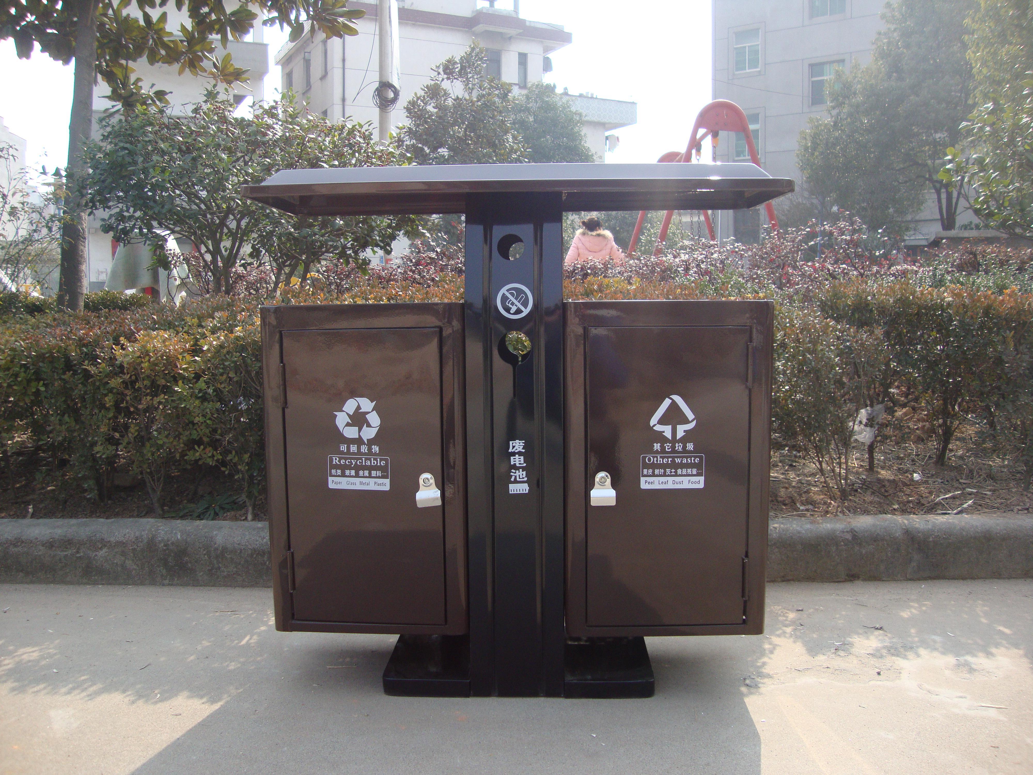 商场应及时增添环卫垃圾桶