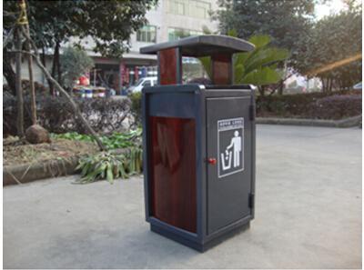 市民不注意环卫垃圾桶清洁